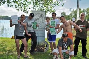 Uczestnicy triathlonu w komplecie. Od lewej: Tomek Kotarski, Daniel Sielowski, Paweł Brzoza, Jakub Krystkowiak, Marek Cieśla